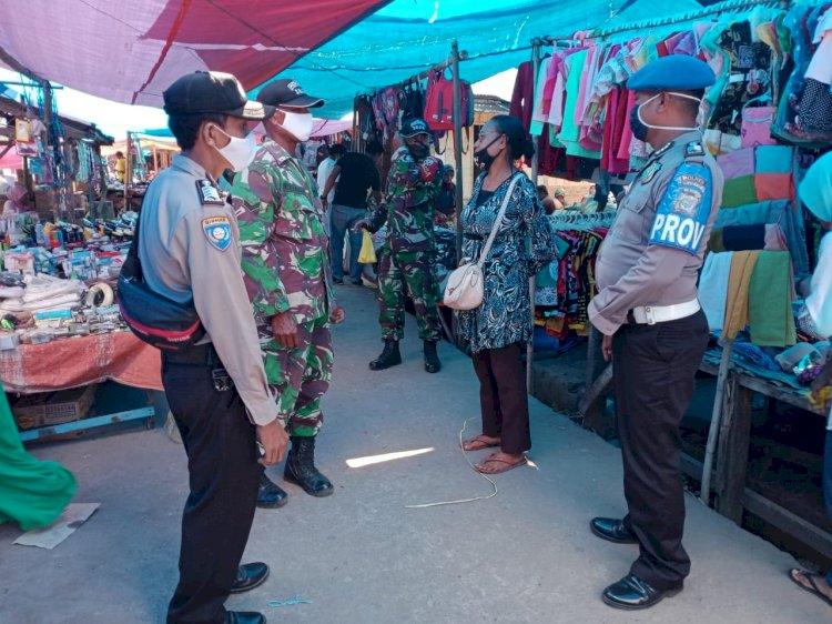 Era New Normal, Anggota TNI-POLRI Himbau Pengunjung Pasar Patuhi Protokol Kesehatan