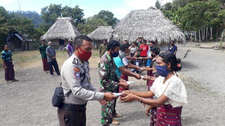 Solidaritas TNI Polri,Bhabinkamtibmas Bripka Yohanes Ikut Serta Dalam Pembagian BLT.