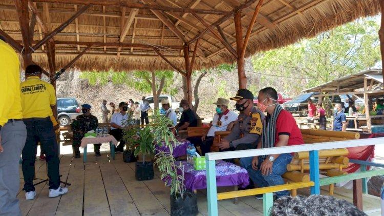 Kapolres Lembata Bersama Forkopimda Hadir Pada Acara Hari Otonomi Daerah Ke-21 Kabupaten Lembata.