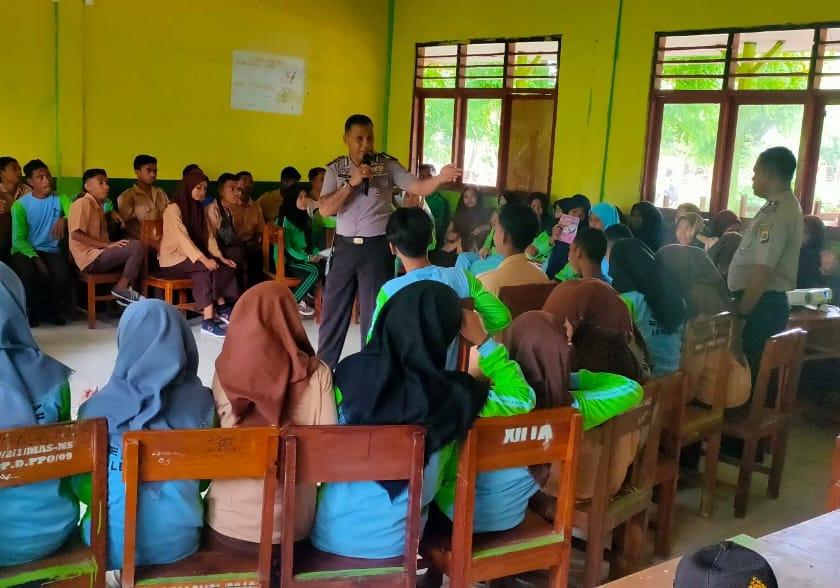 Ini yang dilakukan Satuan Binmas Polres Lembata di sekolah MAS (Madrasah Aliyah Swasta)