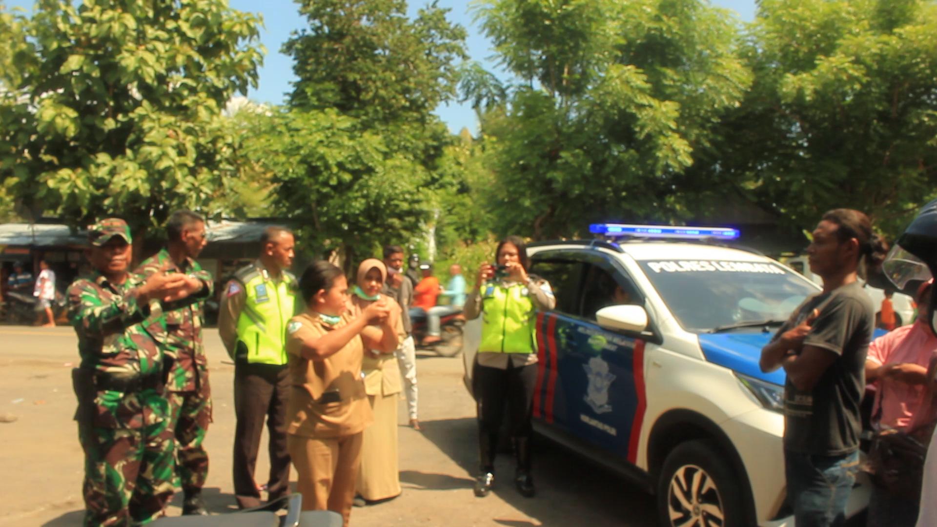 Tni Polri Gandeng Dinas Kesehatan Kabupaten Lembata, Menyampaikan Penekanan Dan Sosialisasi Kepada Warga Masyarakat