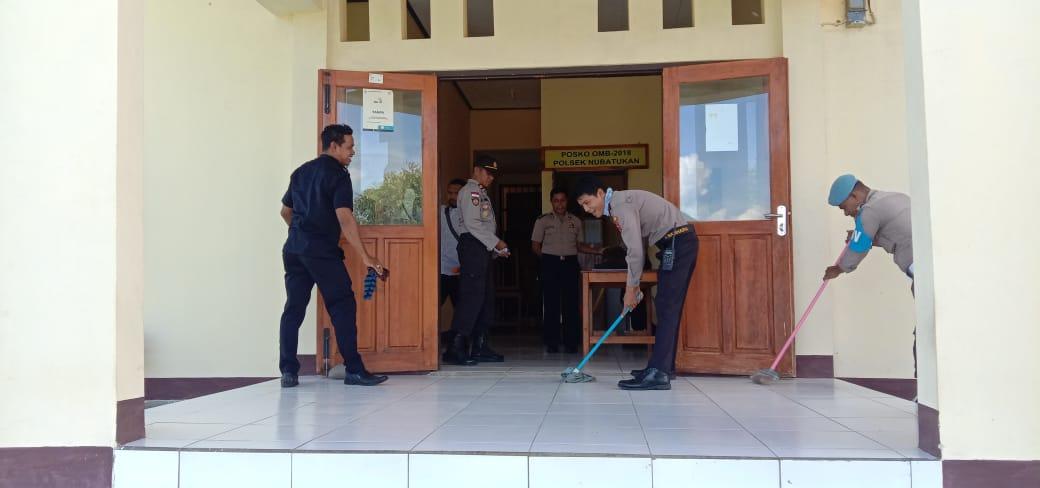 Guna cegah covid 19, Polsek Nubatukan Jaga Kebersihan Kantor dan lingkungan sekitar