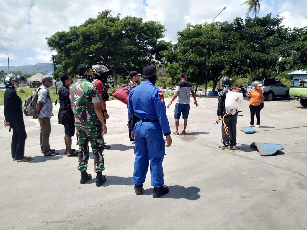 Tim pencegahan Penyebaran Covid-19 di pelabuhan laut lewoleba terus lakukan serangkaian protocol kesehatan di pelabuhan laut lewoleba