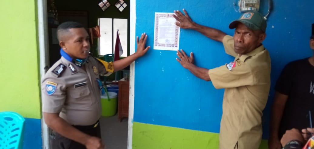 Bripka Tamonob Sampaikan Maklumat kapolri di desa Wailolong untuk di laksanakan