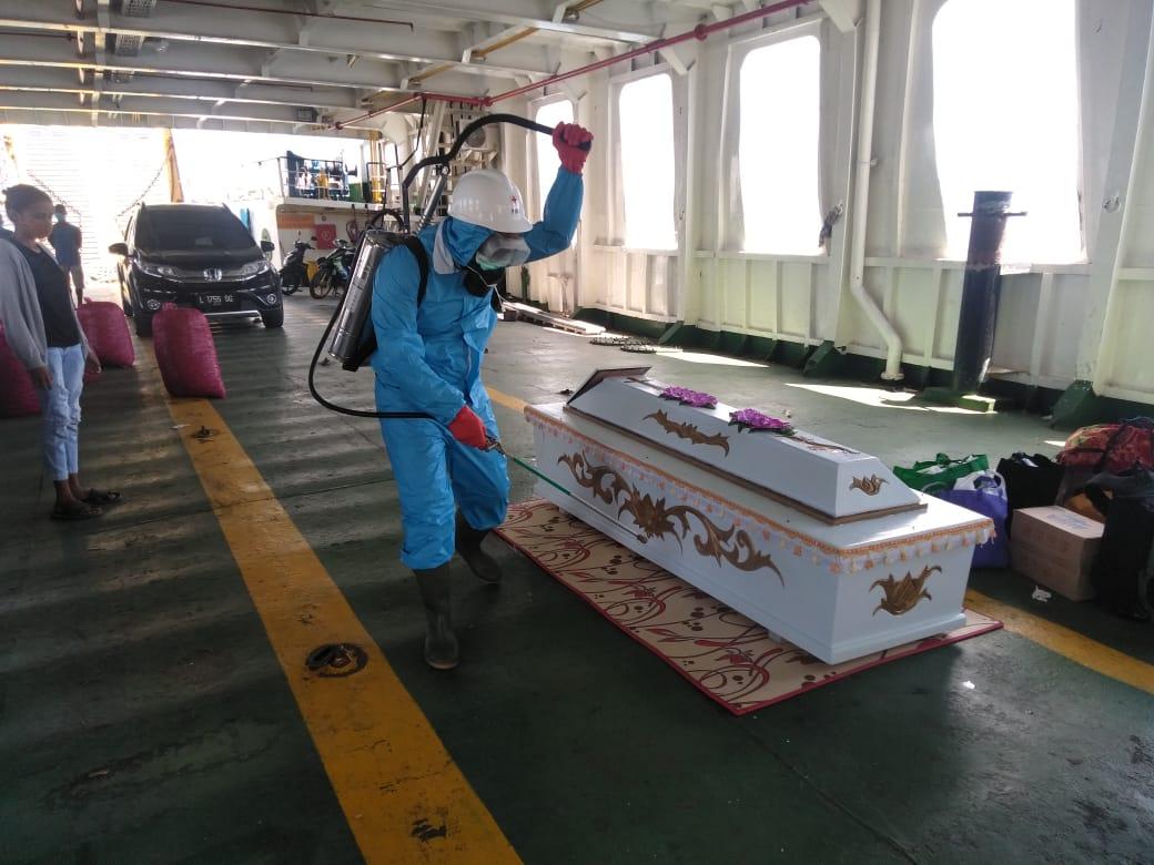tim pencegahan Penyebaran Covid-19 di pelabuhan laut lewoleba Lakukan pengecekan protocol kesehatan di pelabuhan waijarang